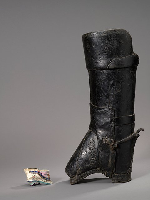 Chinese silk shoe for bound foot, 1910 – 1915