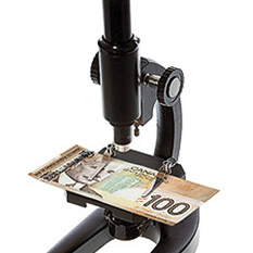 LE-tech-microscope-90