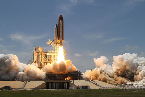 Space_Shuttle_Atlantis_480