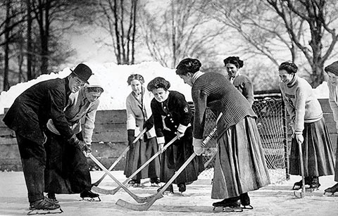 Photo of the Varsity women's hockey team playing a match on an outdoor rink (winter 1910)