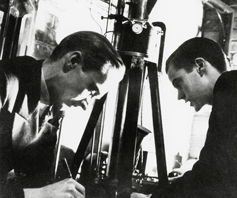 Albert Prebus (left) and James Hillier working with the electron microscope in 1938