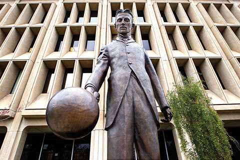 Photo of Nikola Tesla statue.