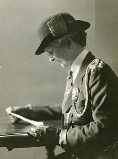 Photo of Sara Warren.