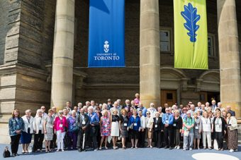 Photo of large group of Class of 1996 alumni in front of Convocation Hall