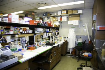 The University of Toronto is proposing a tri-campus renewal of research labs which would provide research facilities to an estimated 800 researchers, 4,500 graduate students and 1,100 undergraduate students. Pictured is an older lab at the Medical Sciences building.