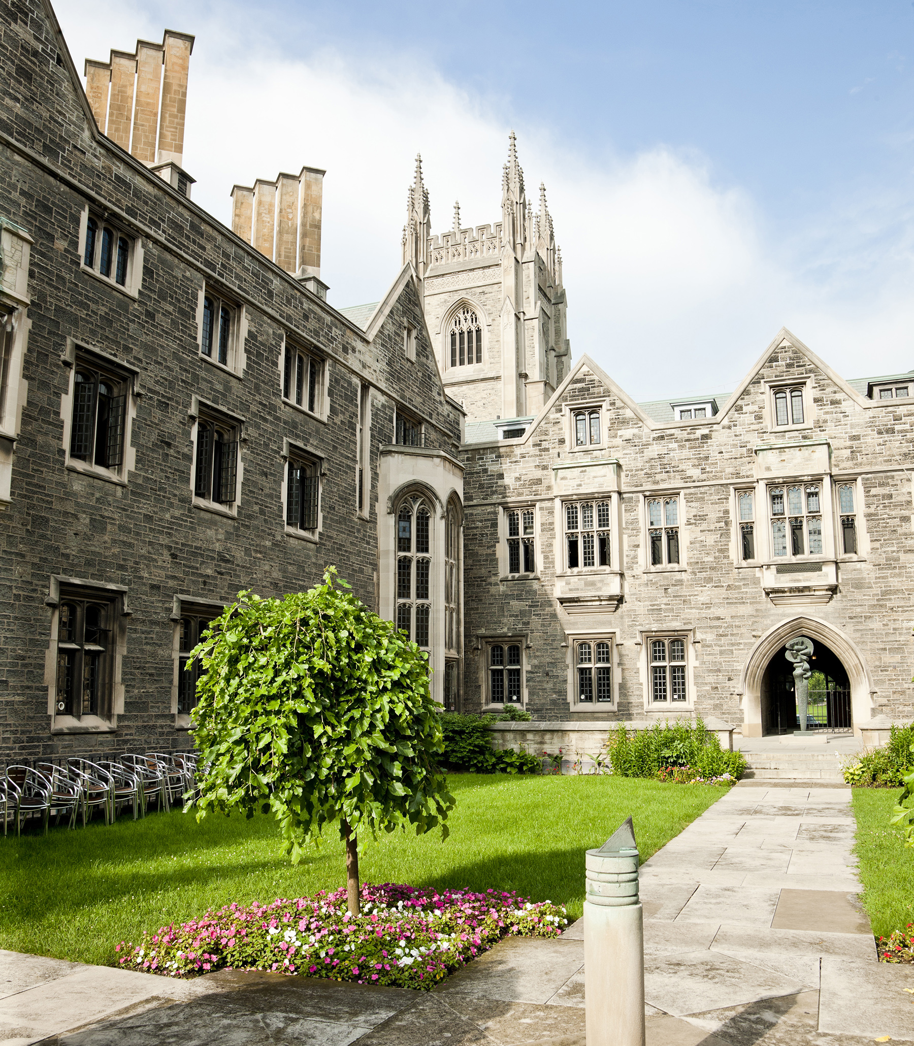 Photo of the Hart House quad on a sunny summer day